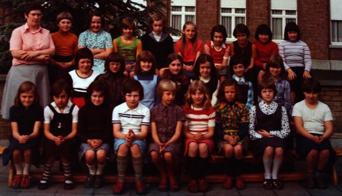 4de leerjaar met Mevrouw Mia Callewaert, Gits, 1977(?)