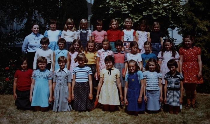 3de leerjaar met Zuster Agnes, Gits, 1976(?)