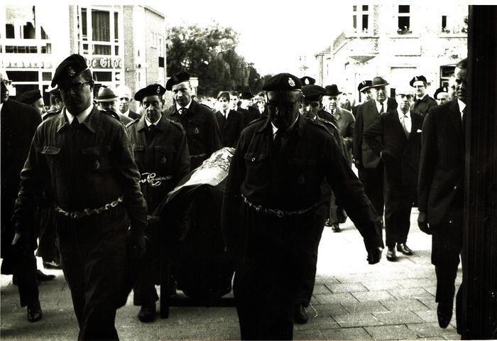 Begrafenis, Gits