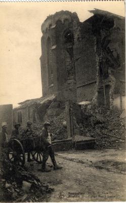 Vernielde kerktoren van de Onze-Lieve-Vrouwkerk