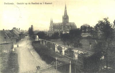 Zicht op basiliek en kasteel, Dadizele