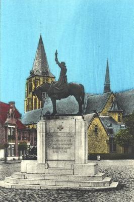 Standbeeld Pater Lievens, Moorslede