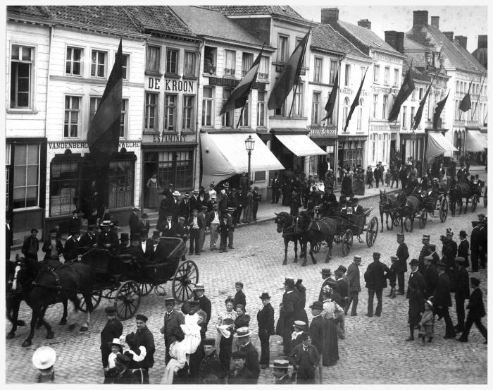 Koetsen op Grote Markt, 1900