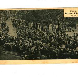 Postkaart van het Barnum en Bailey circus met optocht door de straten