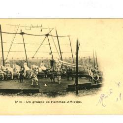 Postkaart met de vrouwelijke artiesten van het Barnum en Bailey circus