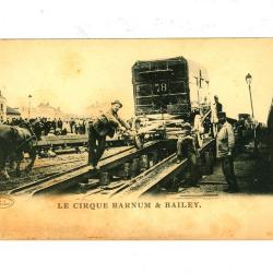 Postkaart van het Barnum en Bailey circus met afbeelding van transport