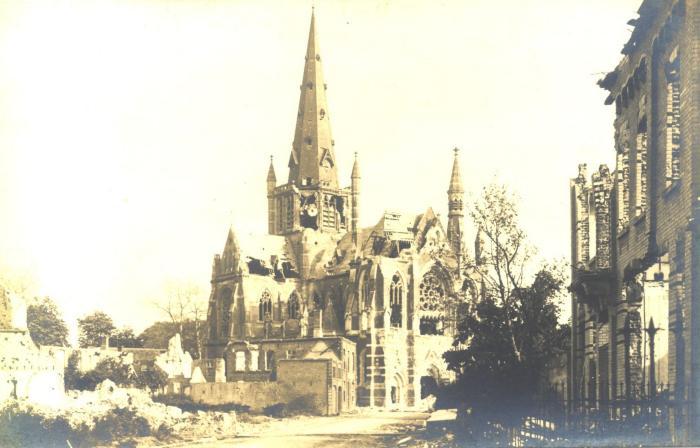 Beschadigde kerk en verwoeste huizen, Moorslede