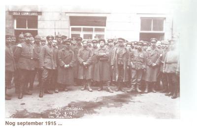 Belgische krijgsgevangenen op koer stadhuis, Roeselare 9 september 1915
