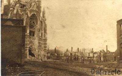 Kerk en centrum van Dadizele verwoest