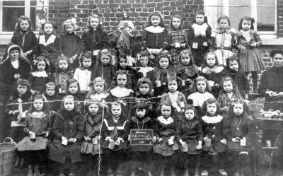 Kinderen op school bij Zusters van het H. Hart, Herne 1918
