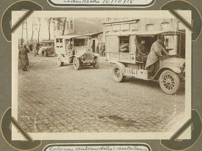 Autokolonne met Franse ambulance, Adinkerke 20 oktober 1915