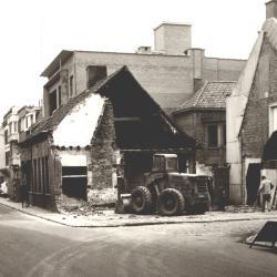 Verbreding van de Roeselaarsestraat, Izegem, 1965