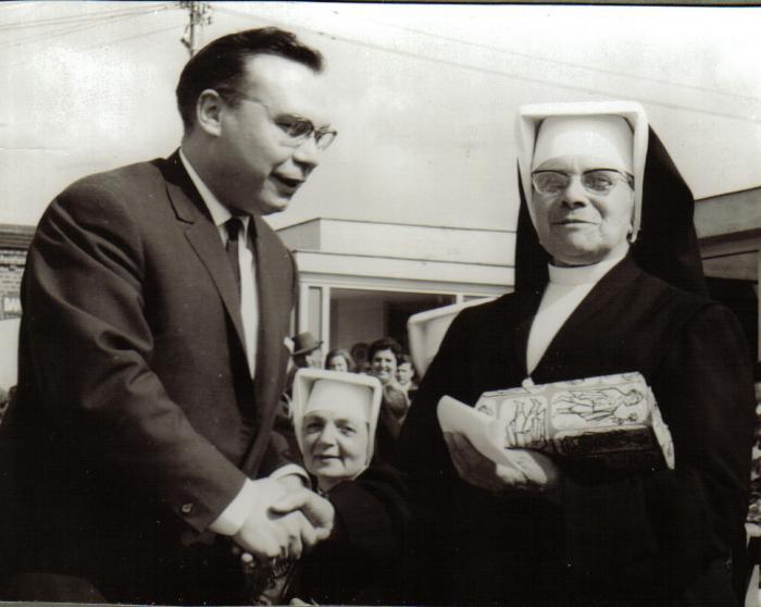 Zuster Marie-Bernardine gaat op pensioen, Izegem, 1965