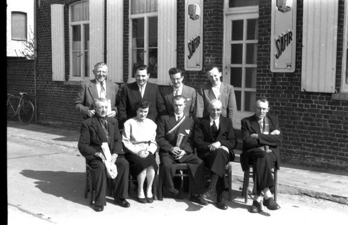 Bestuursleden van café Het Wielke, Izegem 1957