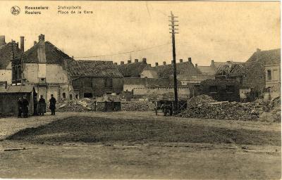 Huizen in puin op het Stationsplein