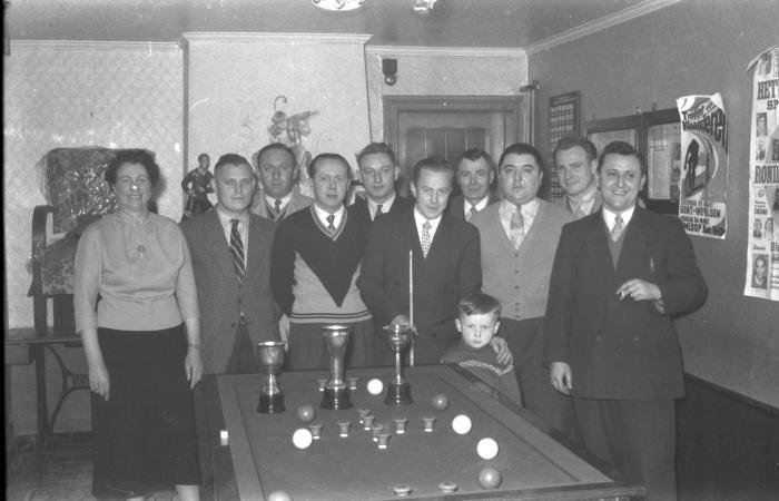 Biljart in café Nordhausen, Izegem 1957