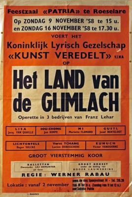 """Affiche van de Toneel- en Operetteopvoering """"Het Land van de Glimlach"""" door het  Roeselaars Koninklijk Lyrisch Gezelschap """"Kunst Veredelt"""", Roeselare, 1958"""