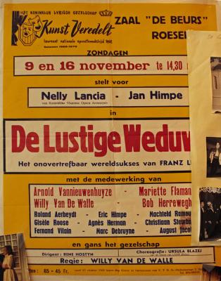 """Affiche van de Toneel- en Operetteopvoering """"De Lustige Weduwe""""  door het  Roeselaars Koninklijk Lyrisch Gezelschap """"Kunst Veredelt"""", Roeselare, 1969"""
