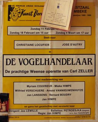 """Affiche van de Toneel- en Operetteopvoering """"De Vogelhandelaar"""" door het  Roeselaars Lyrisch Gezelschap """"Kunst Veredelt"""", Roeselare, 1990"""