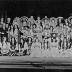 """Affiche van de eerste Roeselaarse revue """"Giet ut en goe roeren"""" door het  Roeselaars Lyrisch Gezelschap """"Kunst Veredelt"""", Roeselare, 1981"""