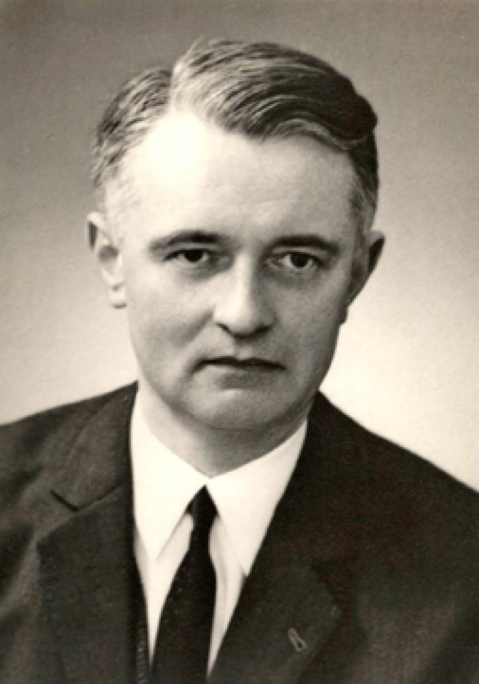 """Foto van Jacques De Vliegher, de tweede voorzitter van """"Kunst Veredelt"""", 1953-1972."""