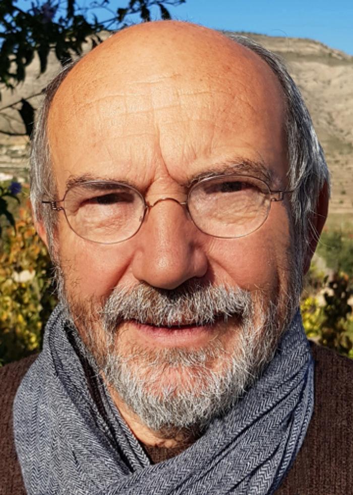 """Foto van Roger Depessemier, de vierde voorzitter van het operettegezelschap """"Kunst Veredelt"""", 1978-2003."""
