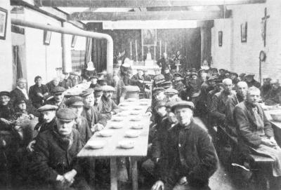 Zieke en oude Roeselarenaars aan tafel in Wichelen