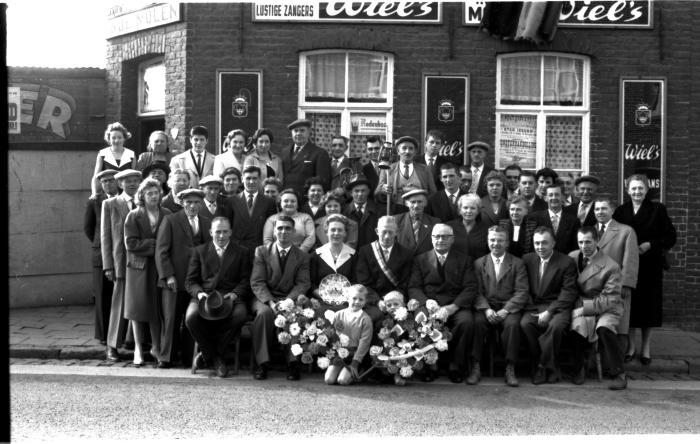 """Kampioenviering café """"In de molen"""", Izegem, 1959"""