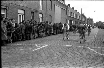Wielerwedstrijd: spurt voor de overwinning, Ledegem 1957