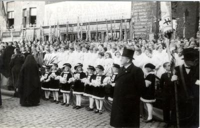 Kinderkoor tijdens bezoek koning Leopold III, 1937