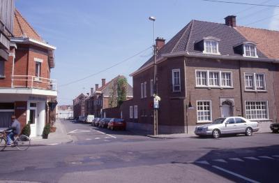 Straatzicht Cichoreistraat met restaurant Bistro Novo, 1997