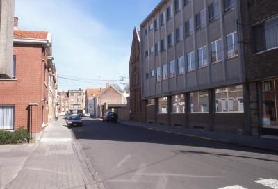 Straatzicht Stokerijstraat met Barnumschool, 1997