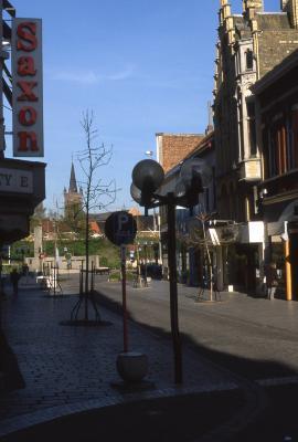 Straatzicht einde Ooststraat met O.-L.-Vrouwekerk, 1997