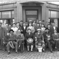 Kampioenviering 'De Sasvissers': groepsfoto, Izegem 1957