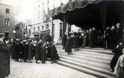 Huldiging Roeselaarse moeders door koning Leopold III, 1937