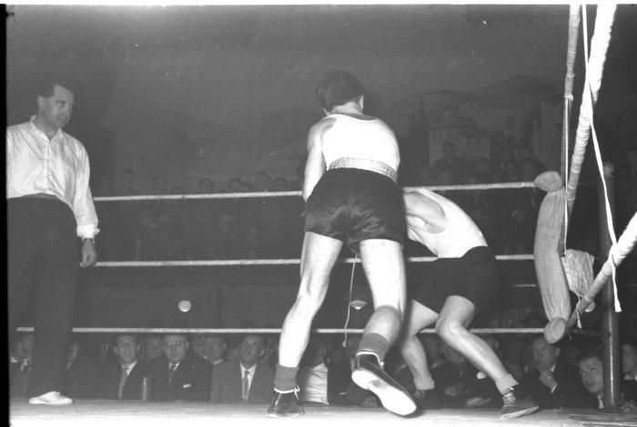 Bokswedstrijd Stevens-Oostrum , 2 november 1959, Izegem