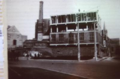 Bedrijfsgebouw in opbouw, Jules Lagaelaan, Interbellum