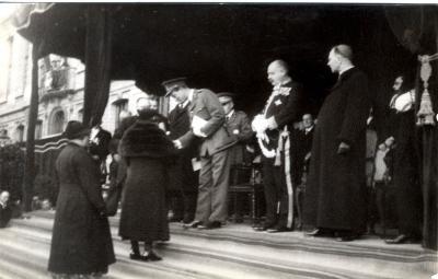 Koning Leopold III huldigt Roeselaarse moeders, 1937