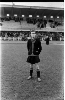 Voetballer Roland Hoornaert poseert in sportstadion, Izegem 1957