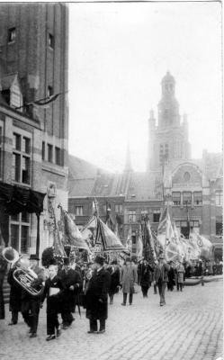 Vlaggenoptocht tijdens bezoek koning Leopold III, 1937
