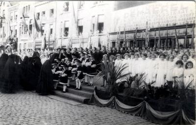 Koor en stadspages tijdens bezoek koning Leopold III, 1937