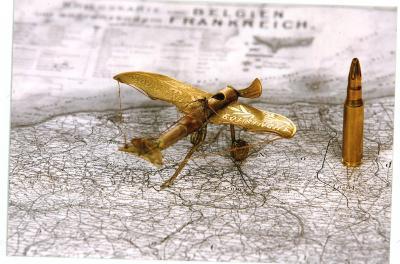 Koperen miniatuur vliegtuigje
