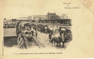 Het lossen van de wagons van Barnum & Bailey