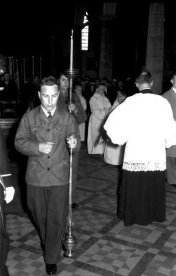 Herdenkingsviering ACV-ACW: Valeer Heerlandt in kerk, Kachtem 1957