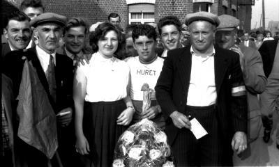 Wielerwedstrijd: Toulouse krijgt bloemen en rijdt ereronde, Westrozebeke 1957