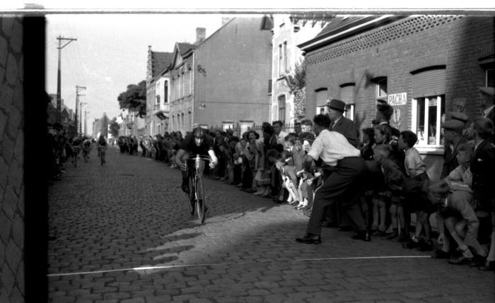 Wielerwedstrijd HBWB: Raf Vandaele wint, Oostnieuwkerke 1957
