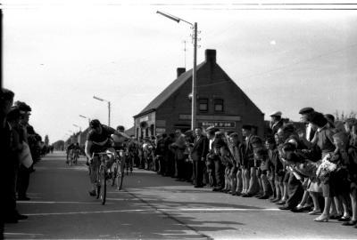 Wielerwedstrijd Oostende-Koekelare: Jos Maes wint, 1957