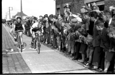 Wielerwedstrijd: Willy Stevens wint, Zilverberg 1957