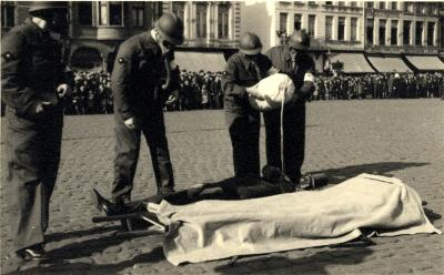 Oefening Passieve Luchtbescherming, verzorgen gewonde, 1938