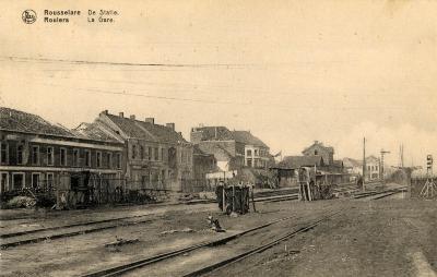 Kind langs de spoorwegen van het station Roeselare